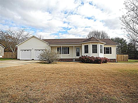 Houses For Rent In Lincolnton Nc by 2180 Oklahoma Court Lincolnton Nc For Sale 160 000