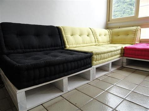 pallette couch 13 diy sofas made from pallet 99 pallets