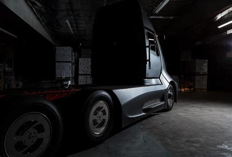 thor movie vehicle thor trucks wants to take on the tesla semi with its et