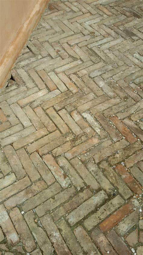 pavimenti in mattoni vecchi mattoni vecchi da pavimento recupero materiali