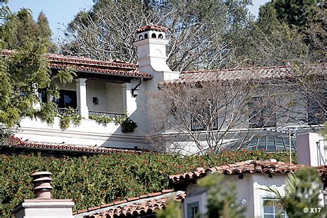 Posh And Becks To Buy Meg Ryans La Mansion by The Beckhams Want To Buy Meg S Bel Air Mansion