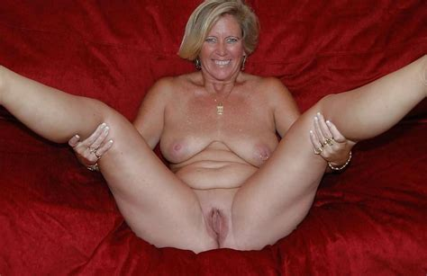 Sexy Busty Mature Wife Posing Naked On The Couch