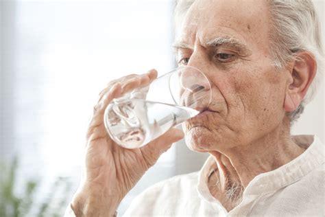 alimentazione anziano alimentazione degli anziani come contrastare obesit 224 e