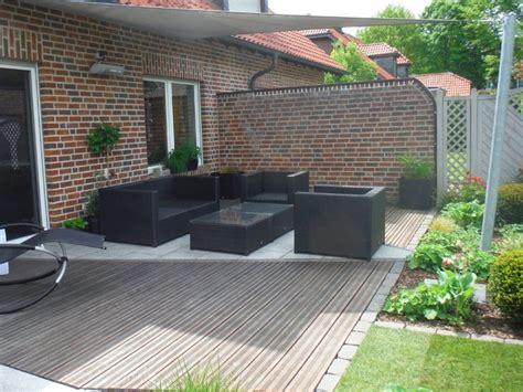 Houzz Bathroom Design kleiner garten mit wassertisch modern terrasse