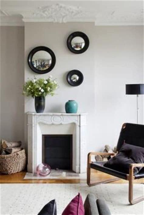 decorar la sala con espejos lindas salas decoradas con espejos paperblog