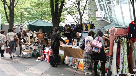 flea market shopping  tokyo