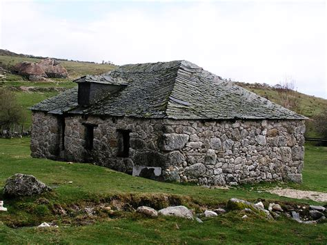 the stone house file stone house spain01 jpg wikimedia commons