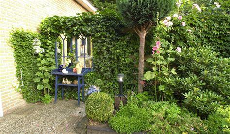 tuin op het noorden terras optische trucjes in de tuin tuinseizoen