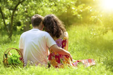 how to plan a romantic night in the bedroom how to plan a romantic picnic her beauty