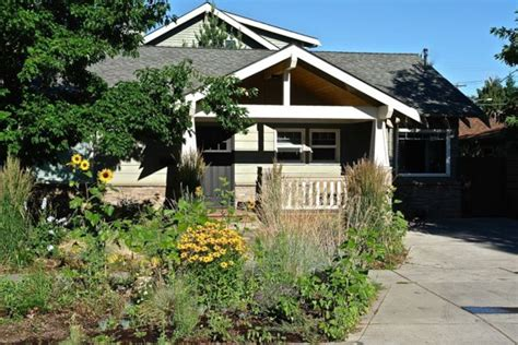 The Cottage Bend Or by Quintessential Bluebird Day Cottage Walk Vrbo