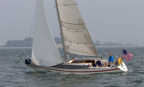 sailboats with two hulls popular cruising yachts from 30 to 35 feet 9 1m to 10 7m