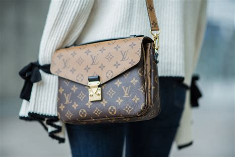 Lv Metis Pochete Semprem louis vuitton pochette metis bag hoard of trends personal style fashion modeblog
