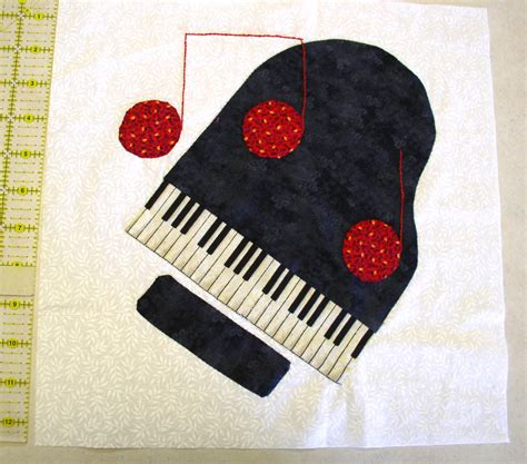 Piano Quilt Pattern by Applique Quilt Block Piano