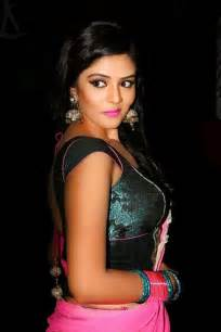 How To Drape An Indian Saree Srimukhi Romancing The Saree Pinterest
