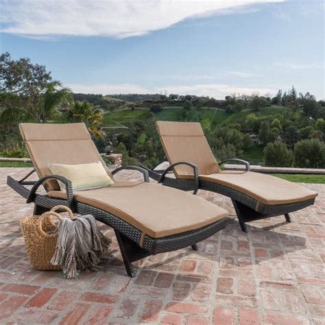 Wicker Chaise Lounge Chairs by Wicker Chaise Lounge Chairs Beachfront Decor