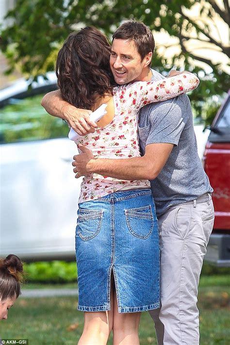 luke wilson daughter katie holmes hugs luke wilson on the nyc set of all we had