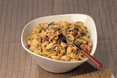 come si cucinano i carciofi in padella ricetta conchiglie ai carciofi e salmone la cucina italiana