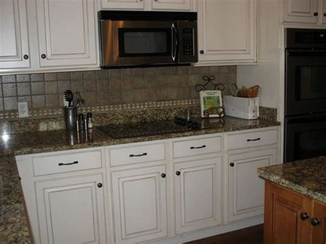 White Kitchen Cabinets With Rubbed Bronze Hardware by Kitchen Cabinets With Bronze Hardware Quicua