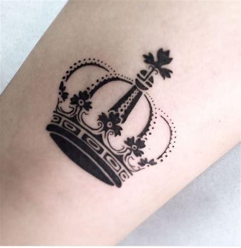 queen tattoo on neck 50 attractive queen tattoos designs for women 2017