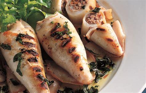 cucinare calamari ripieni ricetta calamari ripieni alla griglia le ricette de la