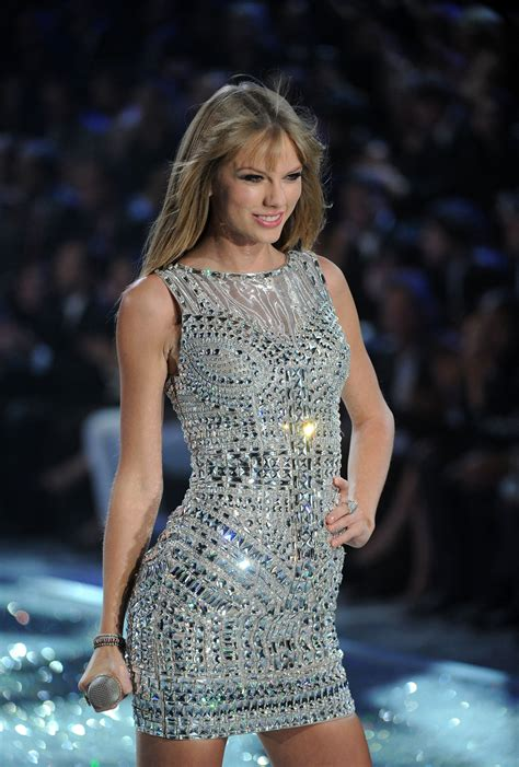 taylor swift style live victoria s secret taylor swift opts for union jack print dress at victoria s