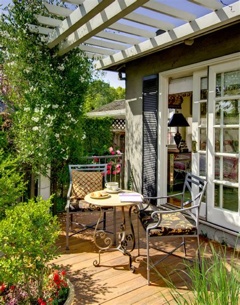 give your patio a classic style theme the