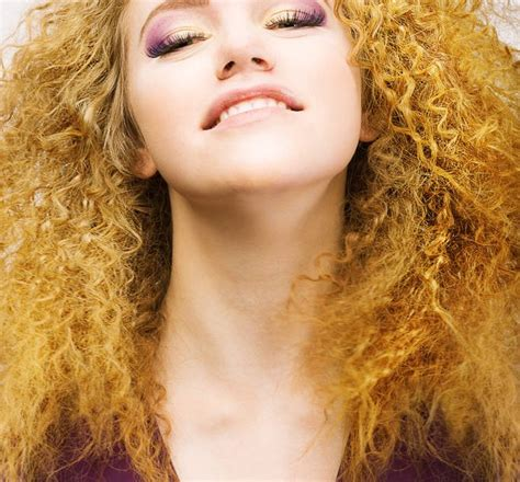 Drying Curly Hair Without Frizz how to smooth frizzy hair frizzy hair best tips