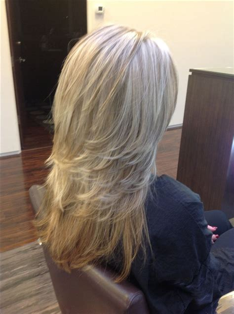 how to highlight layered hair pattern matching blonde highlights with medium length