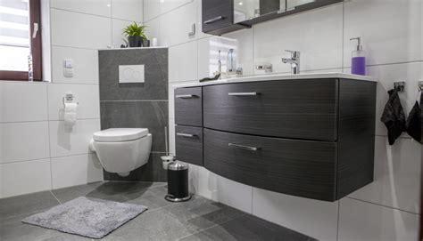 kleine badezimmerboden fliese badgestaltung fliesen ideen ragopige info