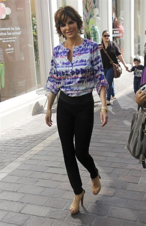 how does lisa rinna stay skinny lisa rinna skinny pants lisa rinna looks stylebistro