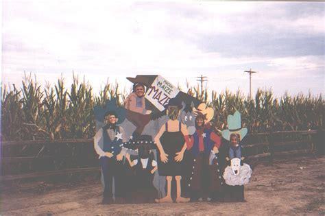 Links To Stalk 12 by Corn Maze