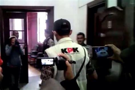 Mouse Pen Di Malang Pengurus Dpc Pdi Malang Rumah Ketua Dprd Digeladah Oleh Kpk