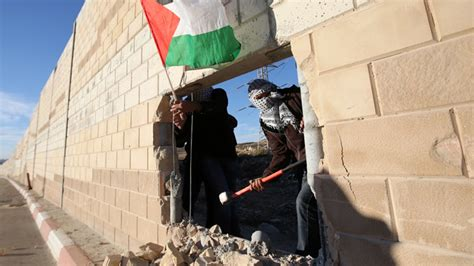 the wall and the gate israel palestine and the battle for human rights books palestinians through west bank barrier to