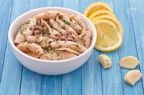 cucinare calamari surgelati riso venere con gamberetti e calamaretti ricetta