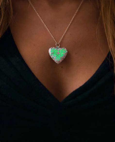 glow in the jewelry paint 25 best ideas about glow necklaces on