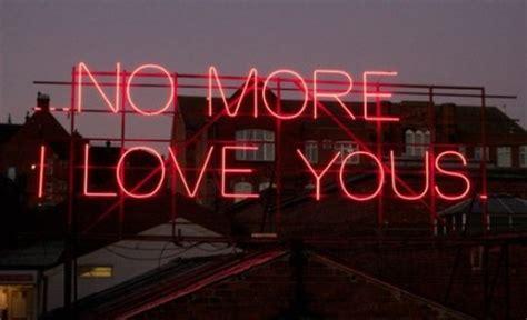 months  neon love letras de musica sao reproduzidas