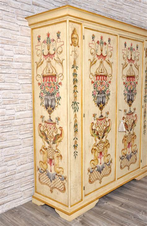 armadio stile veneziano maestoso e pregiato armadio finemente decorato in stile