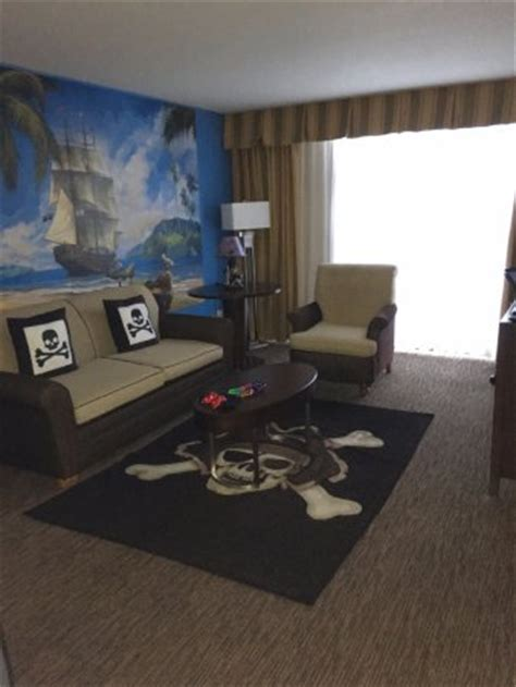 disneyland hotel one bedroom suite pirate 1 bedroom suite picture of holiday inn hotel