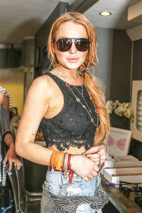 Lindsays In Rehab by Lindsay Lohan Leaves Rehab In Newport Checks Into