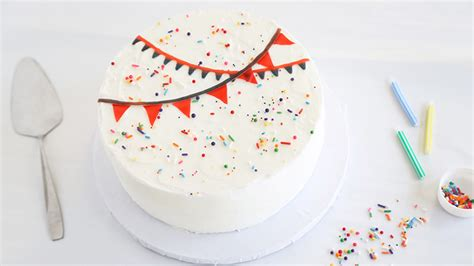 7 Adorable Ways To Decorate A Cake by 5 Easy Cake Decorating Ideas With Fruit Snacks Sprinkle