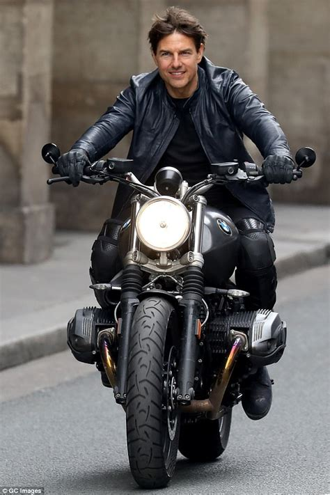 tanned tom cruise  set mission impossible   paris
