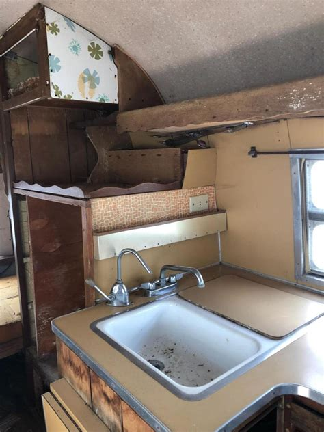 airstream bubble whale tail ft trailer  sale