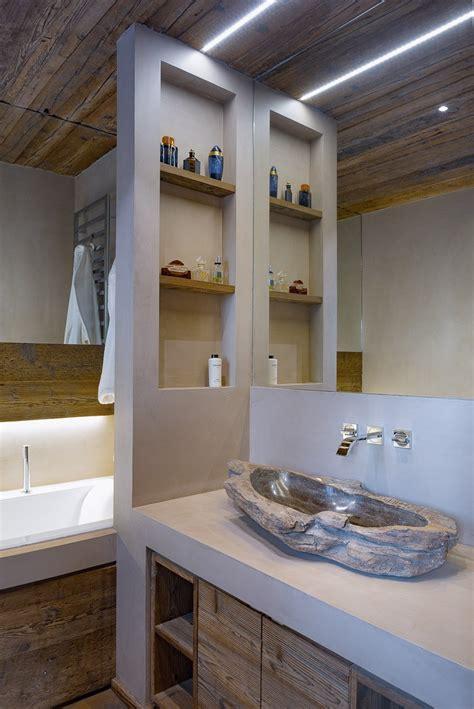 casa bagno legno pietra e resina nello chalet contemporaneo cose