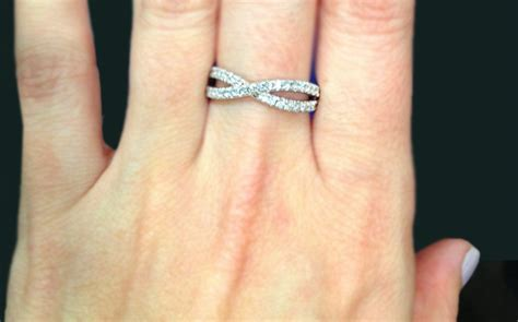 wedding ring is worn on which finger how to wear a wedding ring set the right way