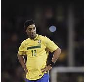 FREEIOS7  Ronaldinho Brazil Parallax HD IPhone IPad