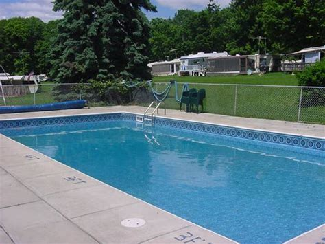 what is a comfortable pool temperature swimming pool