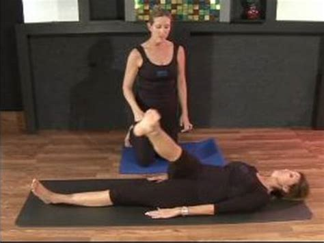 Do I Need A Mat For Pilates by How To Do Mat Pilates Exercises Doing The Right One Leg