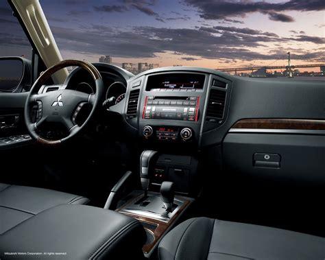 Mitsubishi Pajero Interior Images by A Closer Look At 2015 Mitsubishi Pajero 3 8 Marhaba L