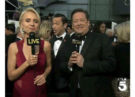 Joseph Gordon Levitt Meme - the top 15 celebrities photobombing other celebrities