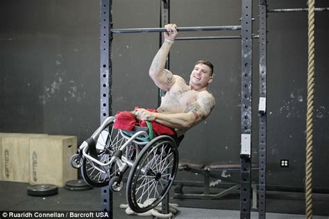 bodyweight bench press crossfit fitness trainer zack ruhl with no legs offers to train